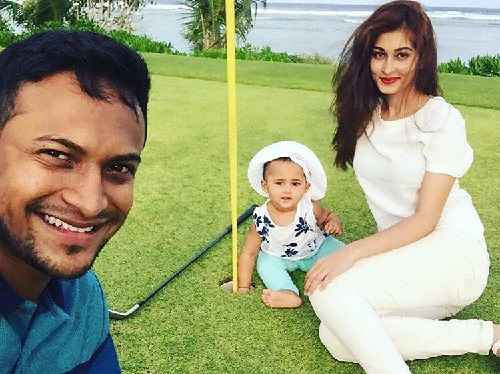 Shakib Al Hasan family photo with wife and daughter